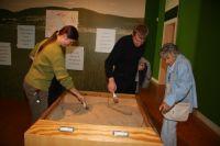 A5_Ein_Sandkasten_für_die_jungen_Besucher_zum_Entdecken_von_eiszeitlichen_Tierresten