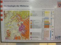 2_Vitrine11_zPoster_Geologie_Wetterau_MB