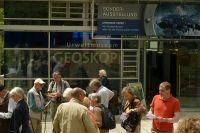 G01_Vor_dem_Geoskop_Urweltmuseum_WO