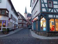 09_KB_Altstadtgasse_mit_Blick_zur_Kirche
