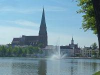5g_Schwerin_Pfaffenteich_mit_Blick_auf_den_Dom_bh